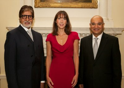 amitabh-bachchan-poses-samantha-cameron-who-hosted-silver-star-charity-reception-speaker