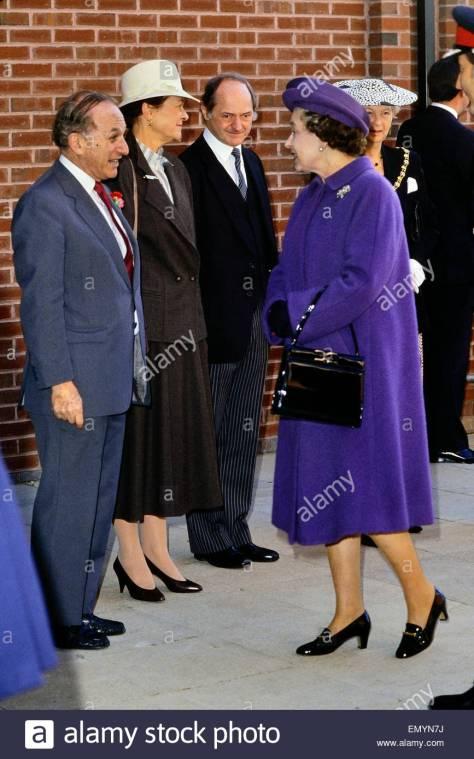greville-janner-lord-janner-of-braunstone-meeting-hm-queen-elizabeth-emyn7j